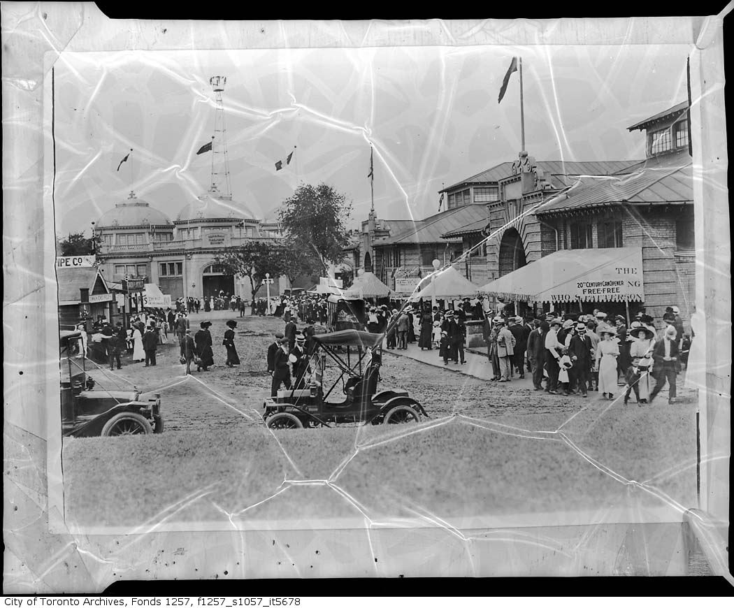 190? - Crowds at the CNE