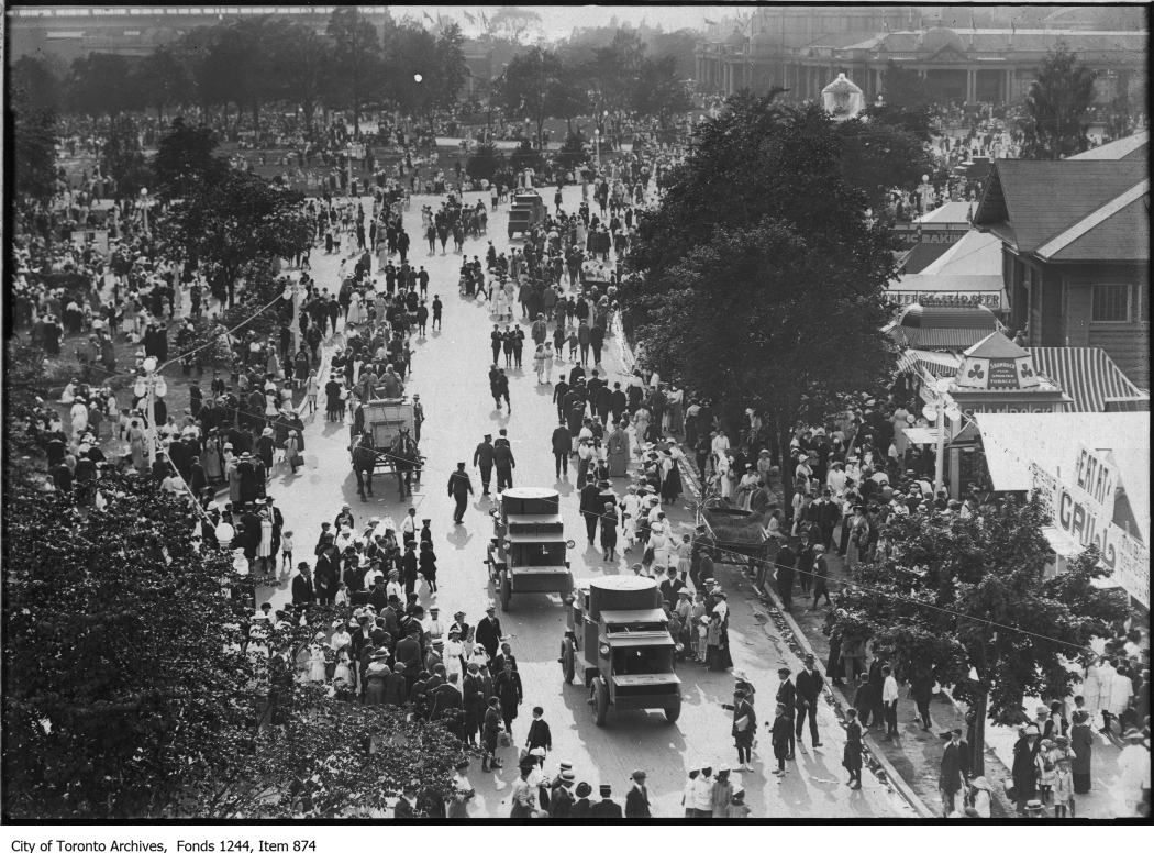 1915 - Armoured cars at CNE