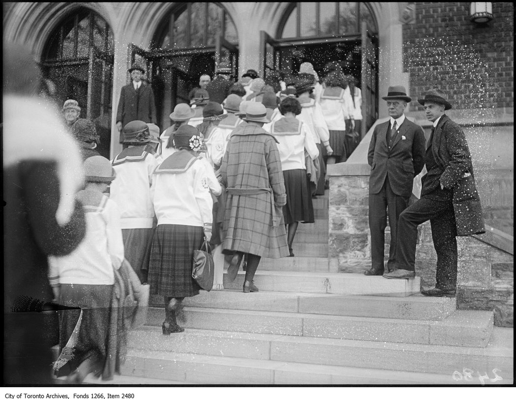 1924 - New Jarvis Collegiate, pupils entering school