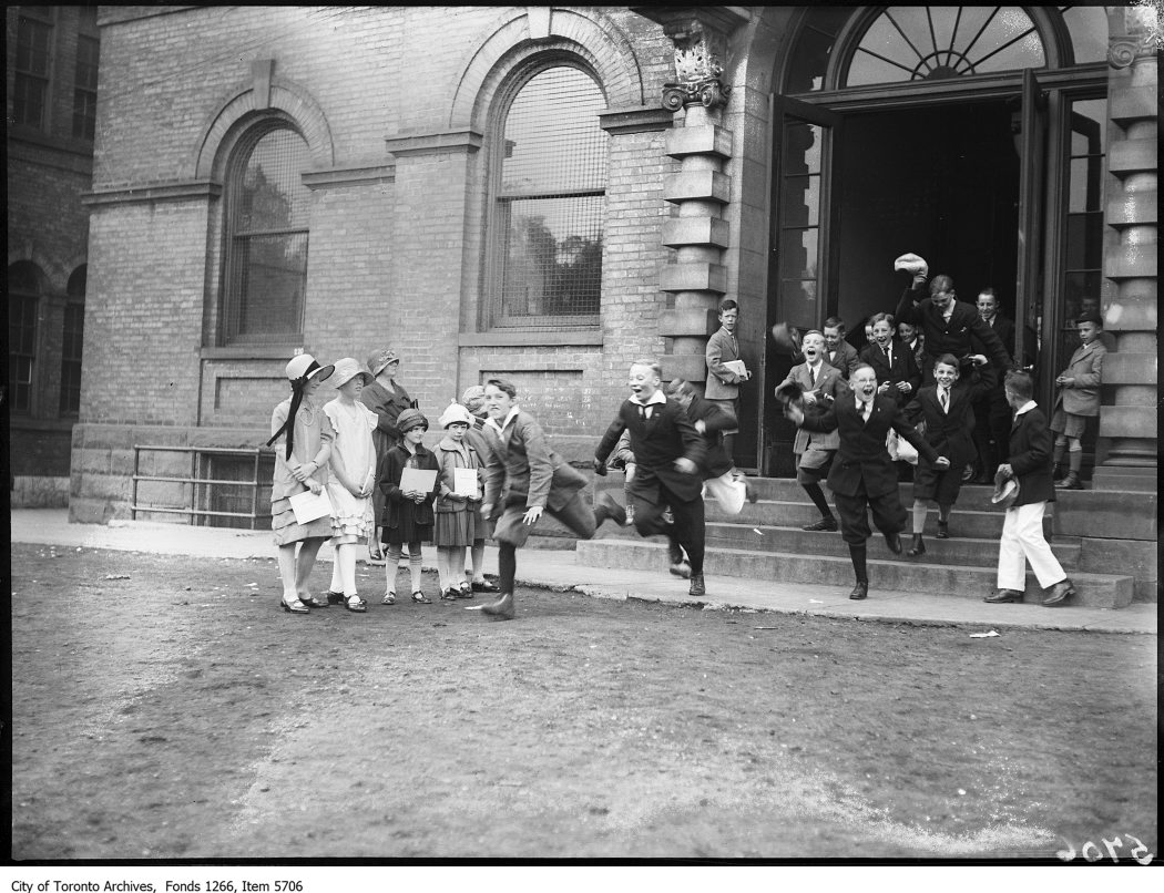 1925 - Normal School, children leaving for holidays