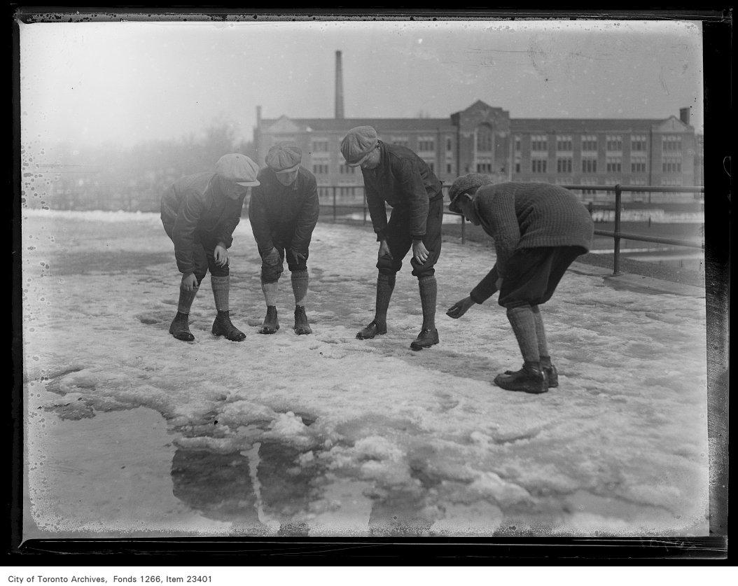 1931 - Runnymede School, boys playing marbles