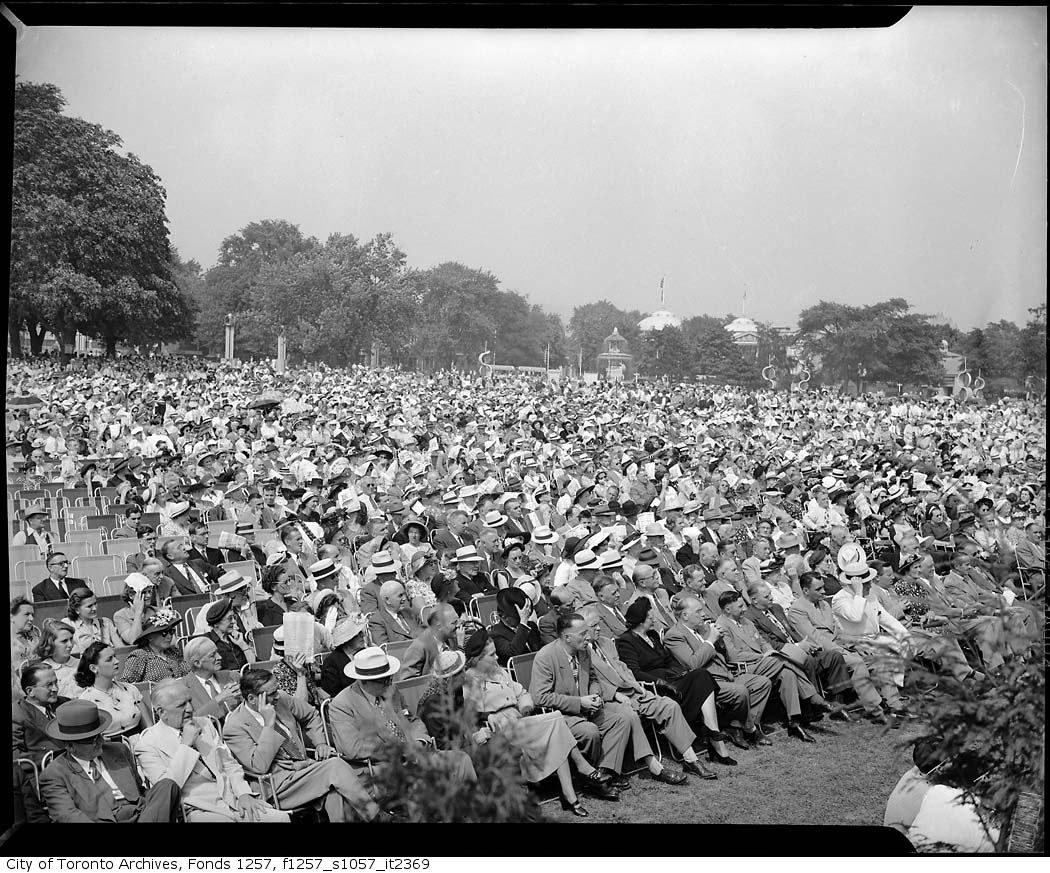 1946 - Crowds at Bandshell at official opening of CNE by governor general