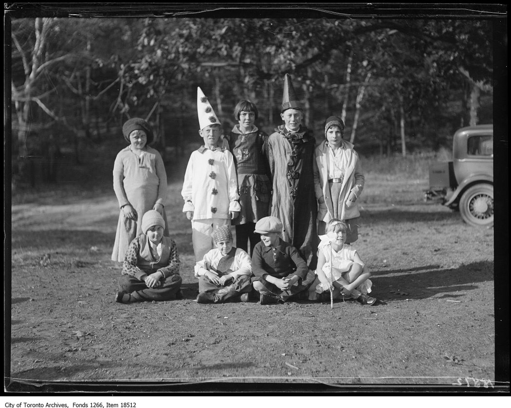 1929 - oct 28 - Victoria Park Forest School, Halloween party, group of nine