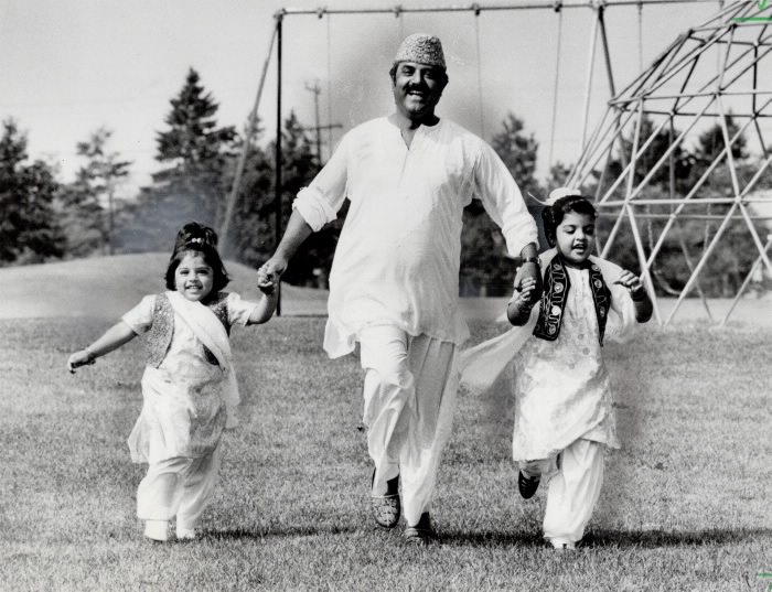 1981-haider-khan-with-his-daughters-seema-4-and-huma-7-celebrate-the-end-of-ramadan-in-earl-bales-park-north-york-yesterday-khan-and-his-daughters-are-dressed-in-ceremonial-costume