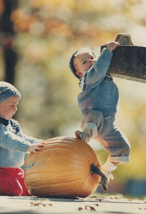 1986-19-month-old-cody-cooper-discovers-yet-another-one-when-he-and-his-dad-were-bringing-it-home-for-halloween