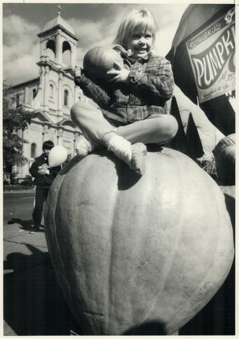 1987-huge-pumpkin-a-halloween-fantasy-alison-march-6-shopping-for-her-halloween-pumpkin-at-greenview-fruit-market-on-danforth-ave-107-kg-235-lbs