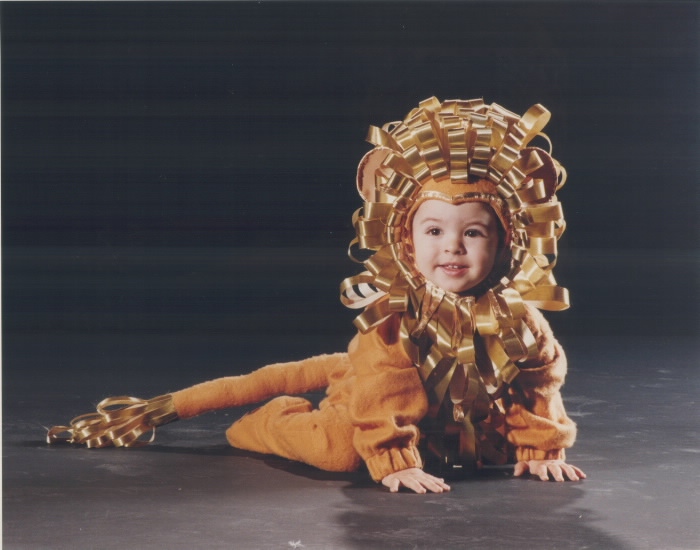 1992-gianfrance-ciarmela-18-months-shows-off-his-mothers-first-prize-handiwork-in-the-childrens-category
