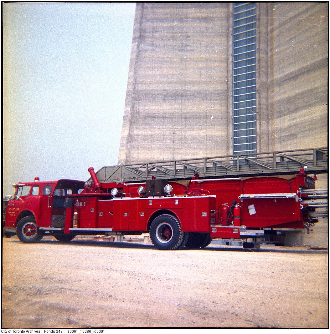 1975 - Fire truck