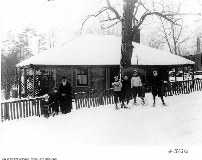 Toronto Winter Photographs Castle Frank Lodge (Jackson Estate), Rosedale. - 1912 - The man with the beard is Jackson.