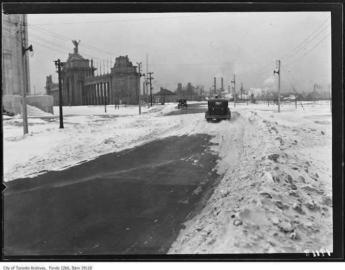 Snow drifts on road at Princes' Gates, 2 cars. - January 24, 1930