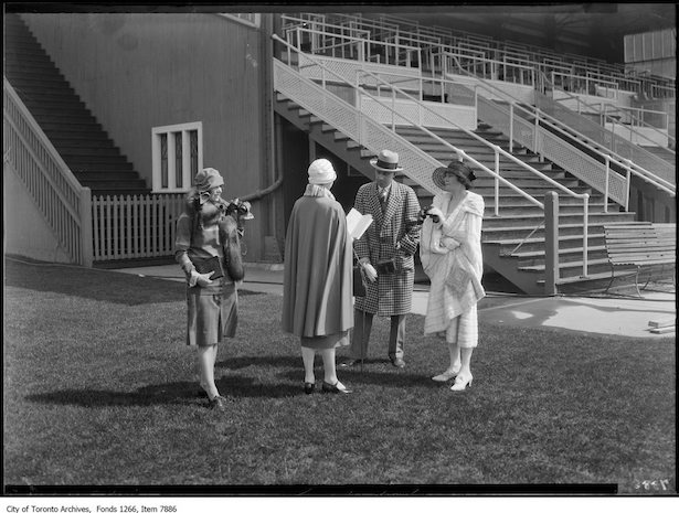 1926 Holt Renfrew Co. fashion shoot