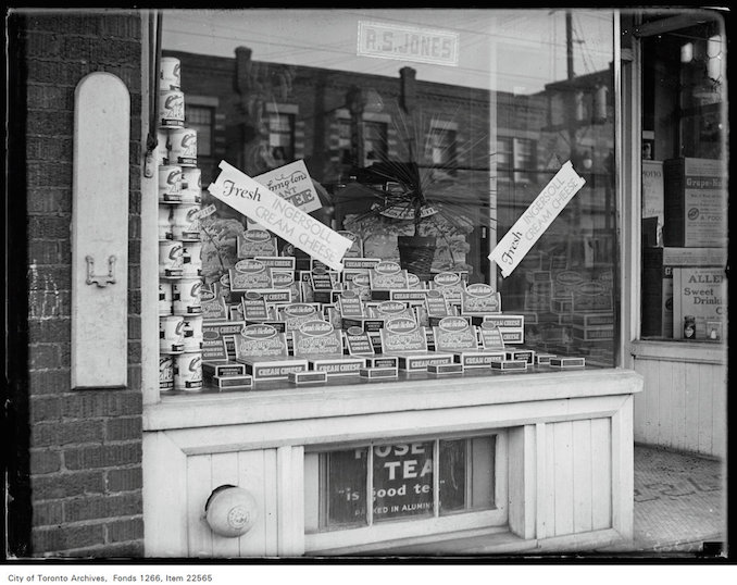 Creator: Unknown Date: November 21, 1930 Archival Citation: Fonds 1266, Item 22565 Credit: City of Toronto Archives www.toronto.ca/archives Copyright is in the public domain and permission for use is not required.