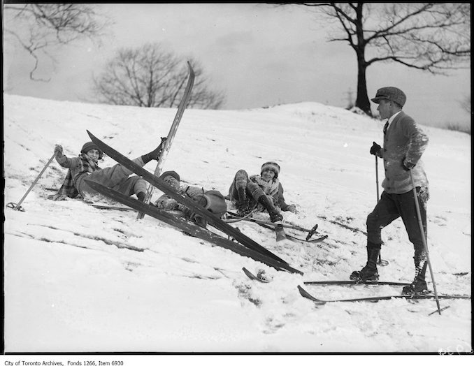 Humber Golf, skiing, spill, close. - January 10, 1926 - vintage skiing photographs