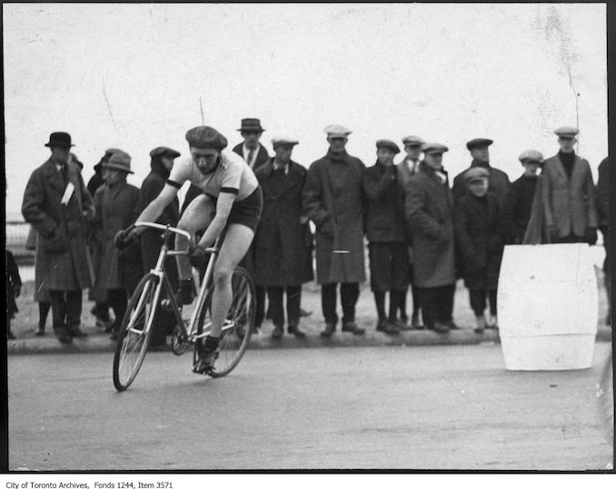 Norm James in Dunlop Trophy bicycle race. - [between 1925 and 1926] - Vintage Bicycle Photographs