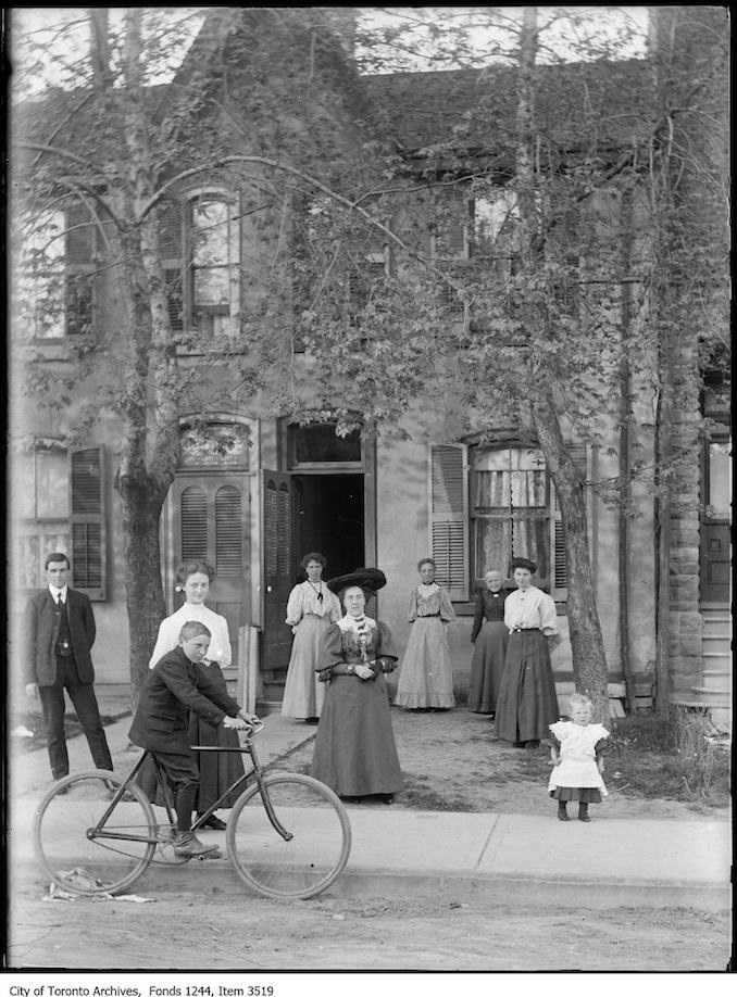 Some of the James family. - 1907. A note says this may be 39 Huron Street, but the house isn't the same as in 3522. - Vintage Bicycle Photographs