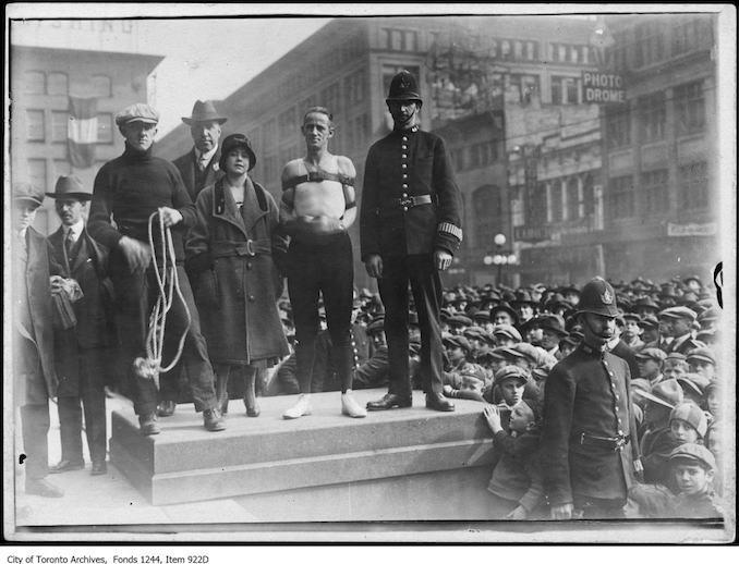 Raffles the escape artist at Victory Bond rally, City Hall. - [1915]