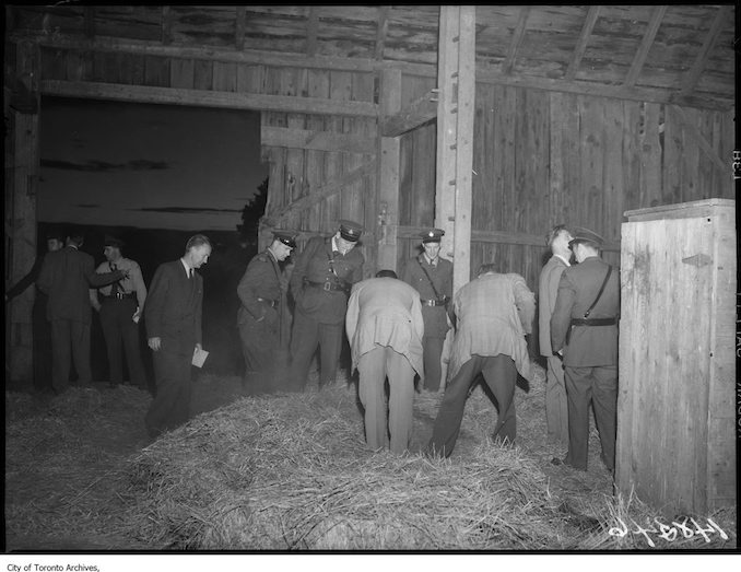 Boyd Gang capture, police search barn