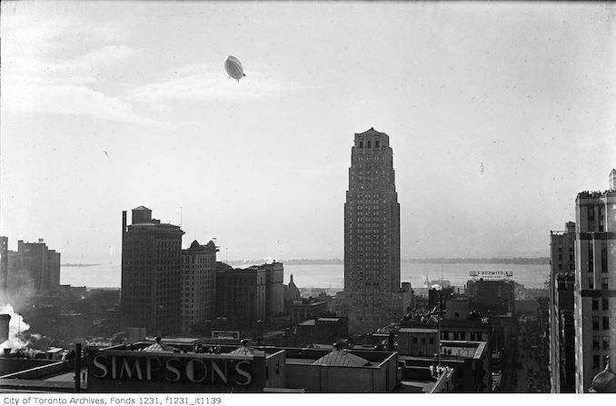 Dirigible R-100 visits Toronto 1930
