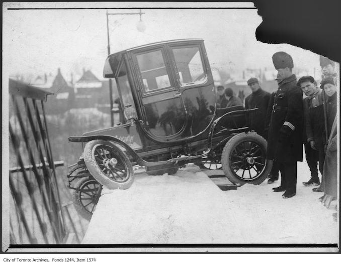 Electric car accident at Glen Road Bridge. - [1912?]