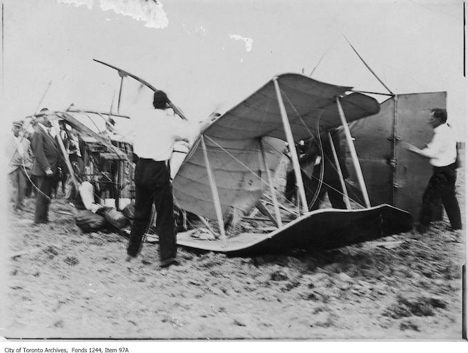 First airplane crash at Weston. - 1911