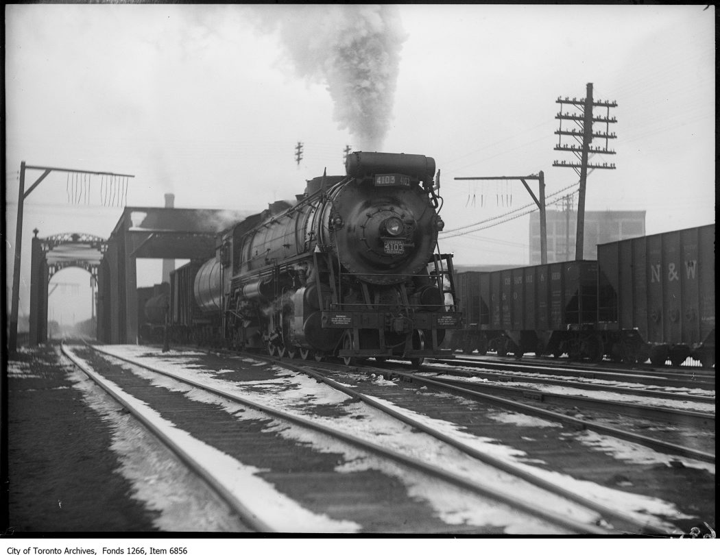 4100 type locomotive and train at Don. - December 24, 1925