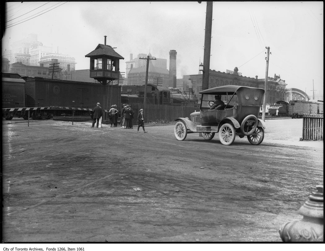 Bay St. level crossing, train blocking way. - July 9, 1923
