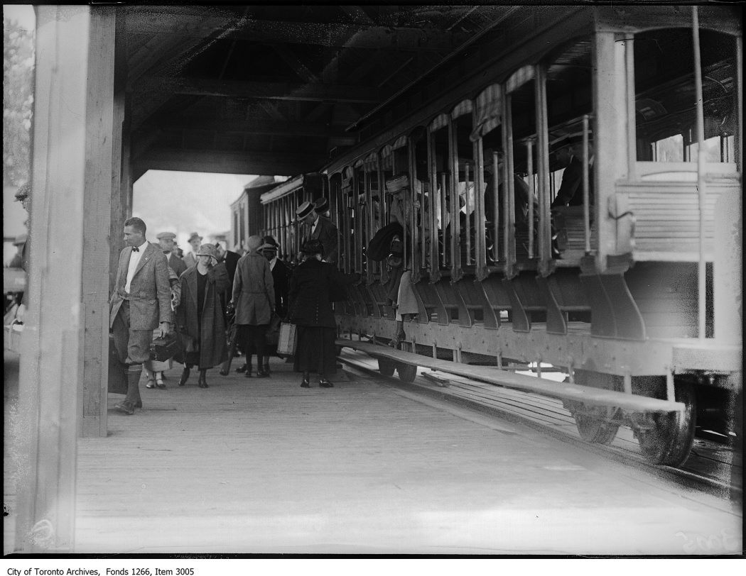 Bigwin Inn, passengers leaving train, south. - June 29, 1924