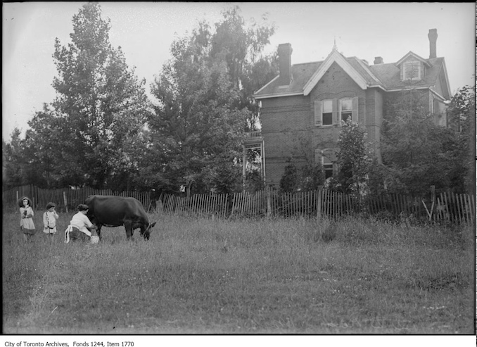 D. D. Reid's home, North Toronto Station. - [ca. 1910]