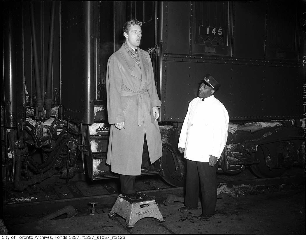 Movie star Sterling Hayden disembarking from train on his visit to Toronto - 1942