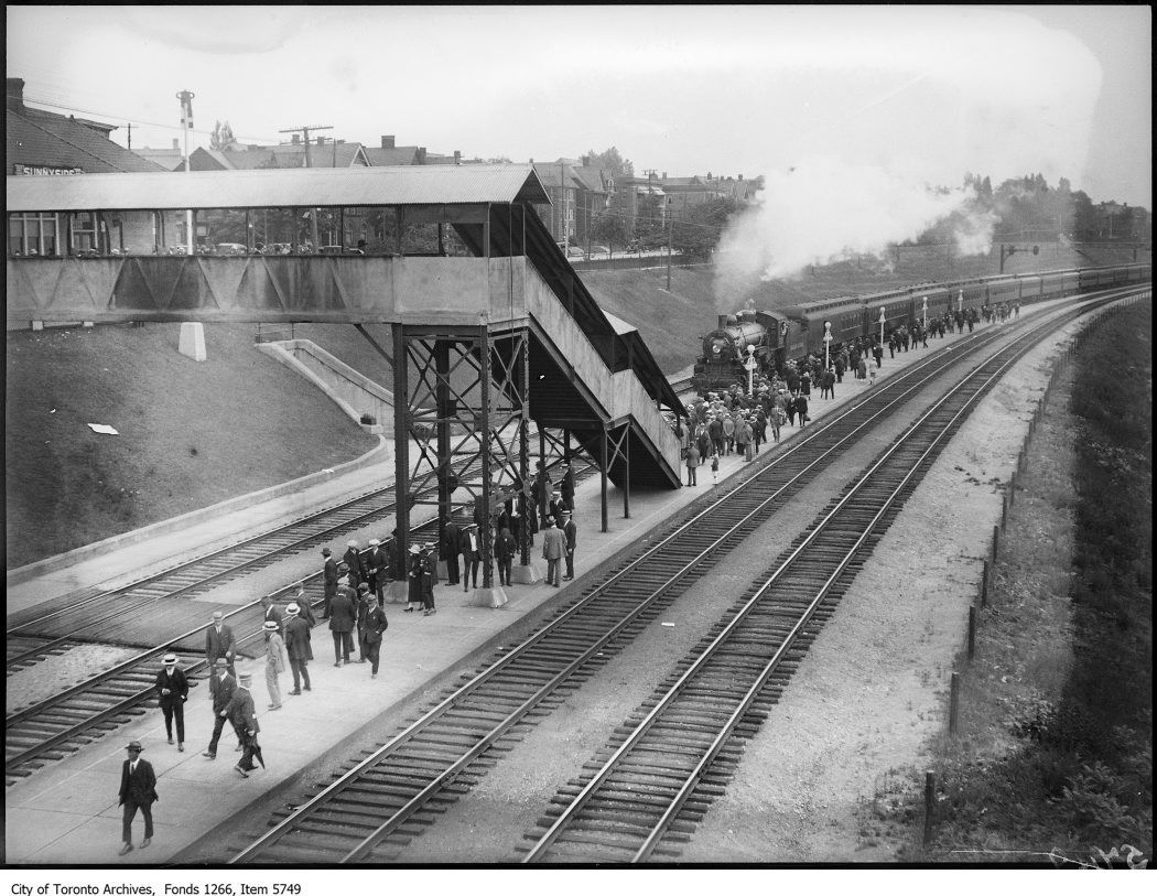 Sunnyside Station, crowd & train. - July 1, 1925