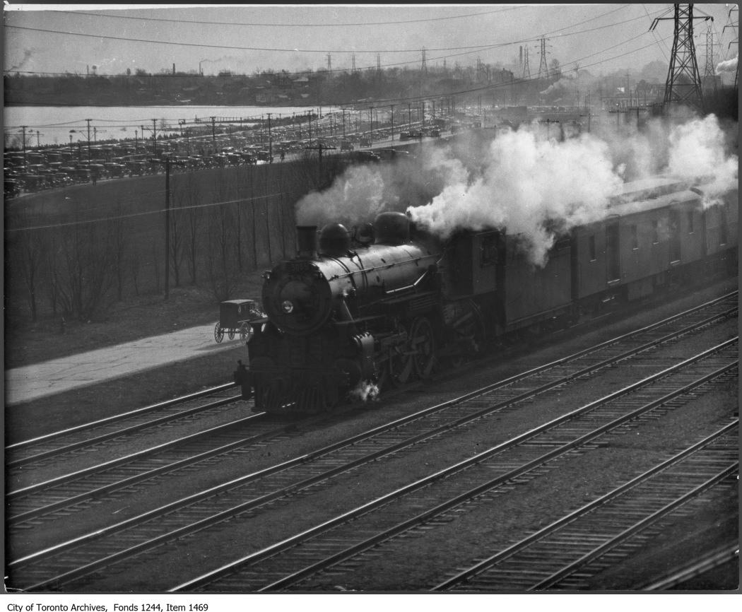 Train on Sunnyside raised track - 1930