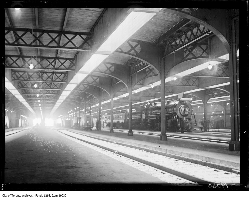 Viaduct test, 4100 engine in train shed - 1930