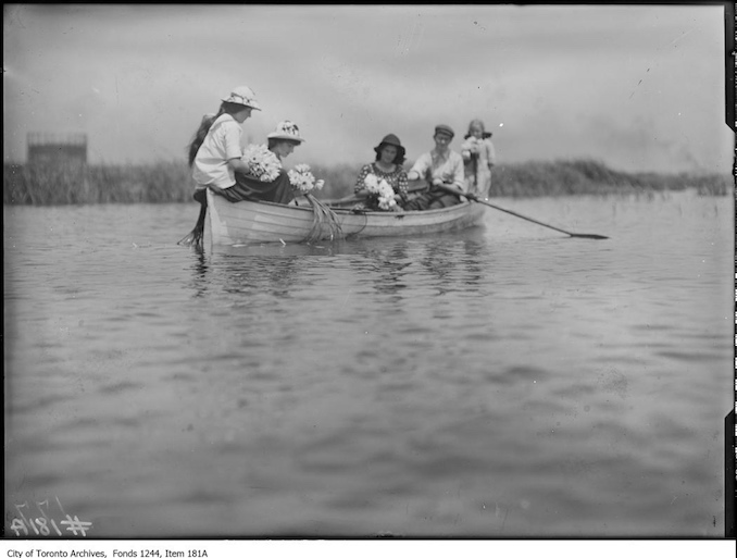 1910 - People in a rowboat, Ashbridge's Bay