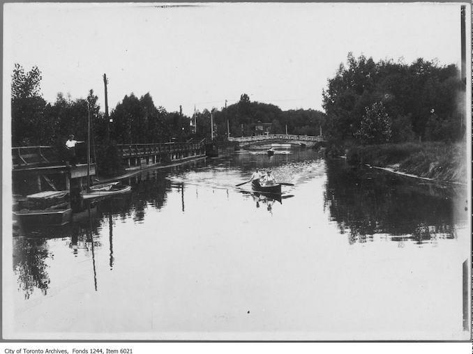 1911 - Boating on Island lagoon