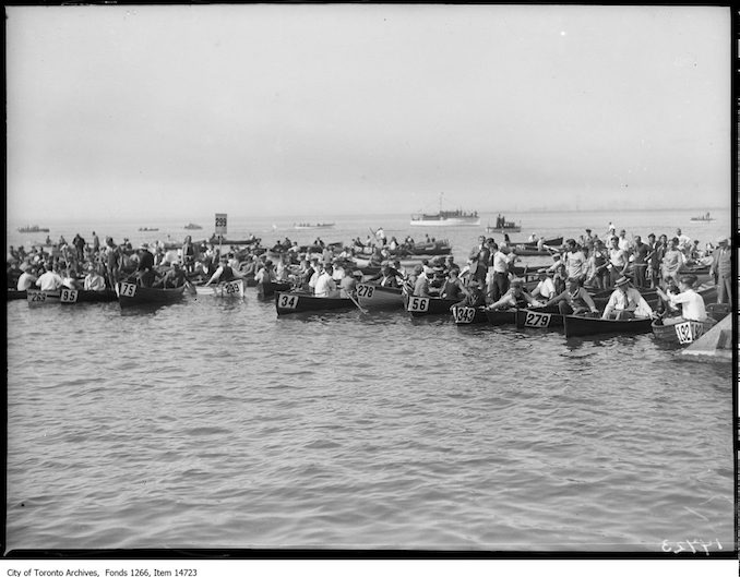 1928 - C.N.E., Men's Swim, boats waiting for swimmers