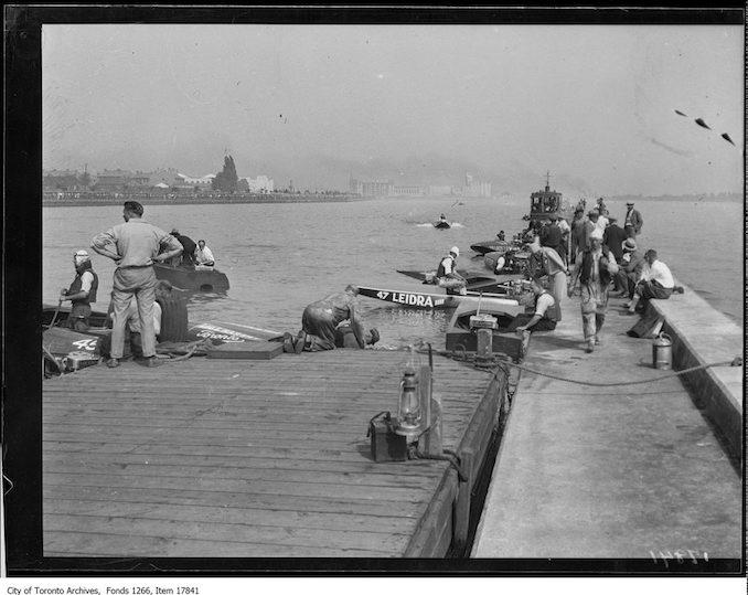 1929 - CNE, sea fleas, lining up, seawall