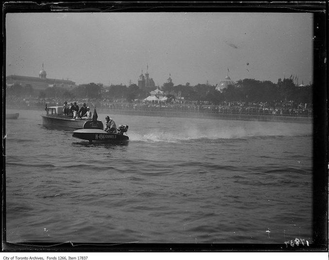 1929 - CNE, sea fleas, single boat, launch background