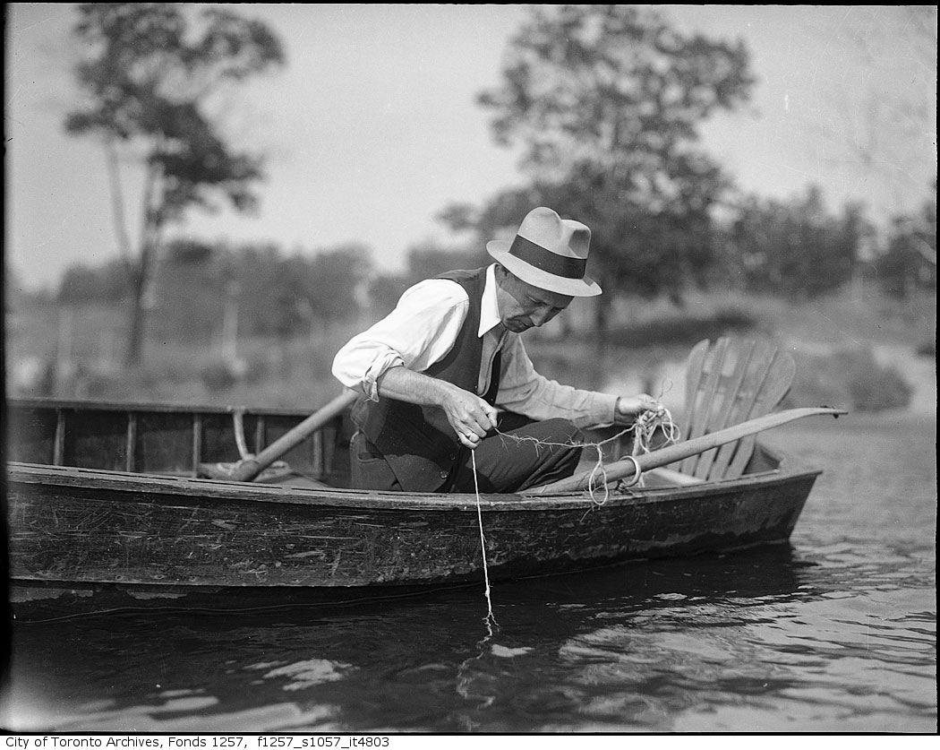 193? - Man in boat, fishing - Vintage Fishing PhotographsVintage Fishing Photographs