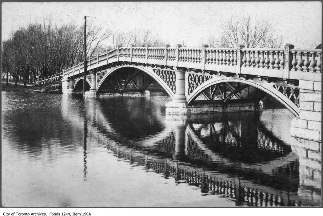 1907 - Bridge over Long Pond, Centre Island