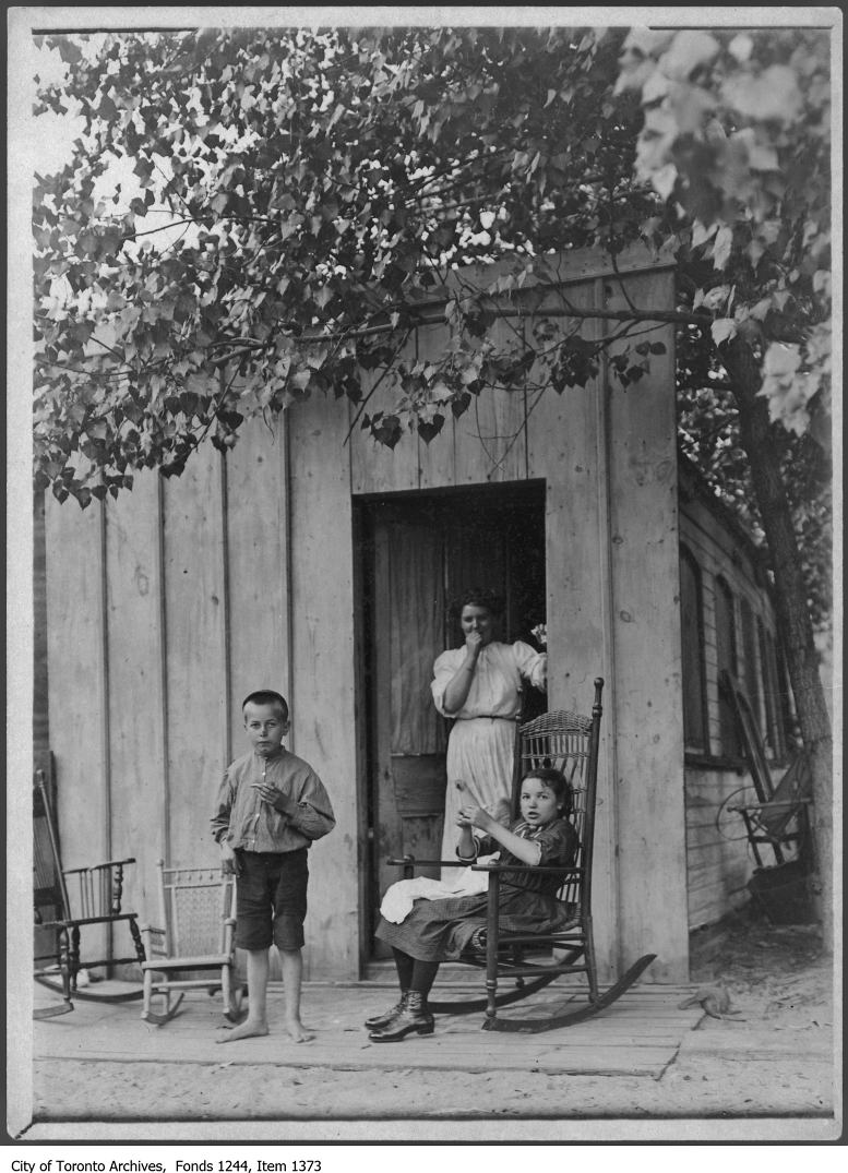 1907 - Cabin of Clark Bros. boat used as dwelling, Centre Island