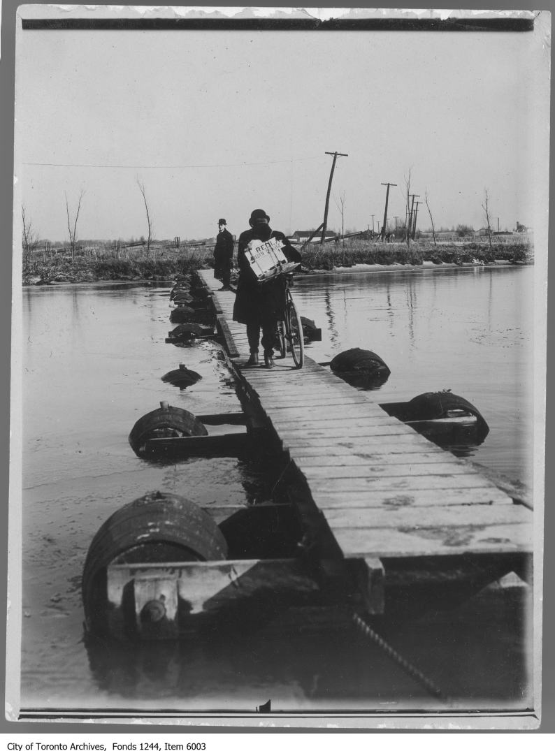 1908 - Pontoon bridge, Toronto Island