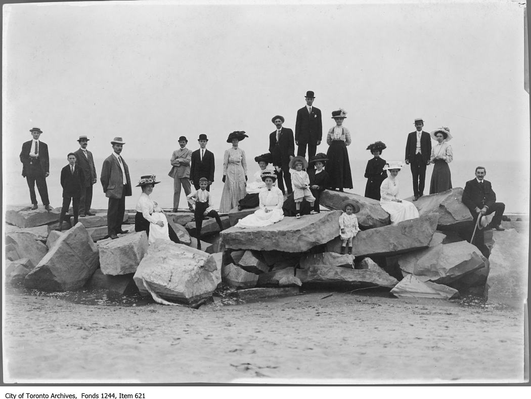 1909 - James and Livingstone families at Centre Island