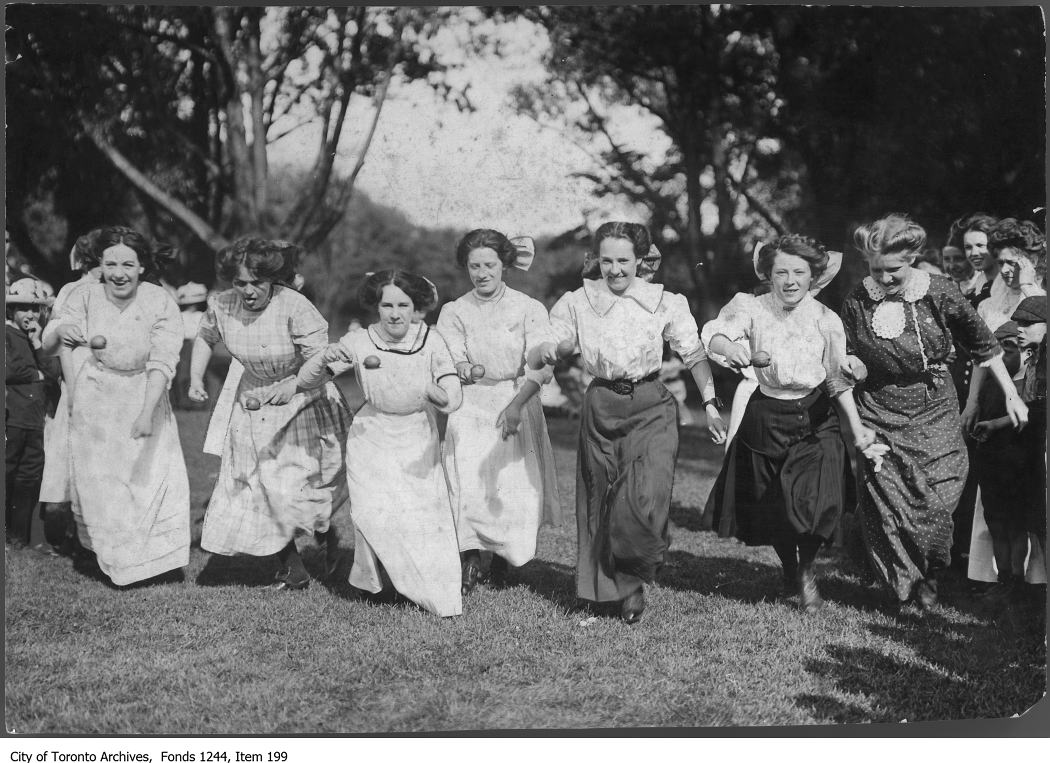 1909 - Ladies' egg and spoon race, Centre Island