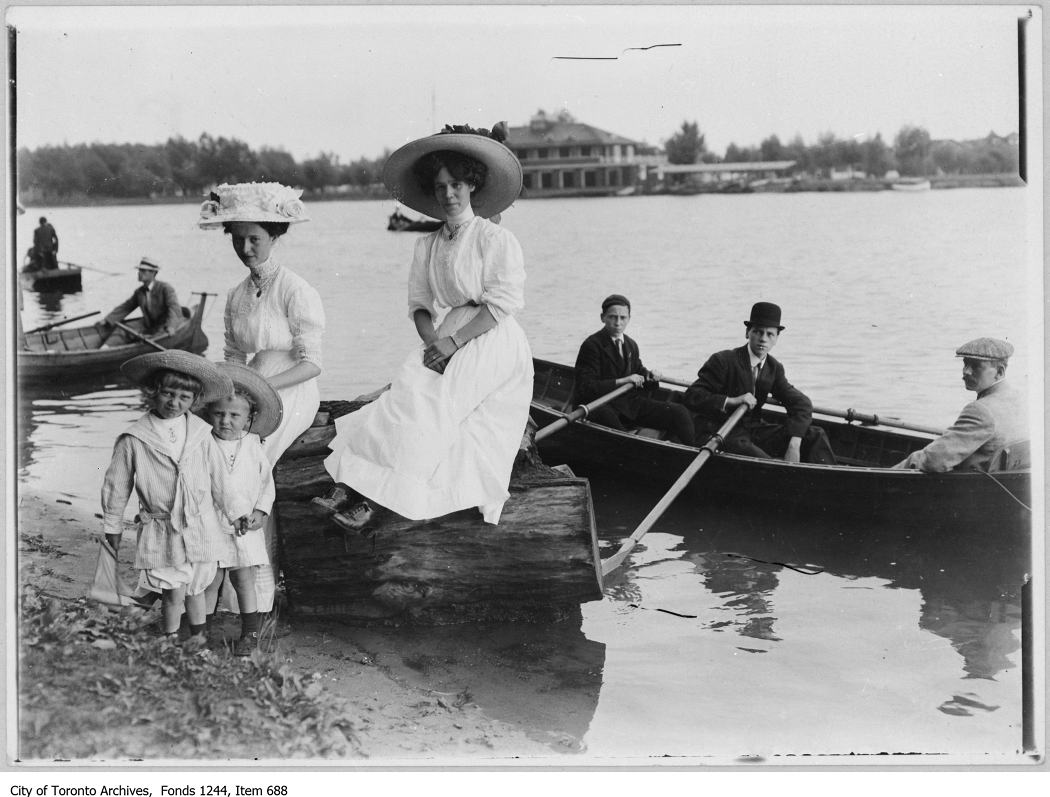 1910 - Members of the James family at Centre Island Regatta