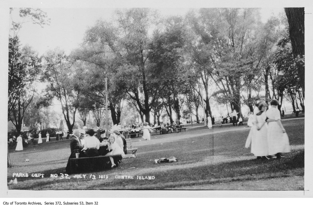 1912 - Centre Island, crowds