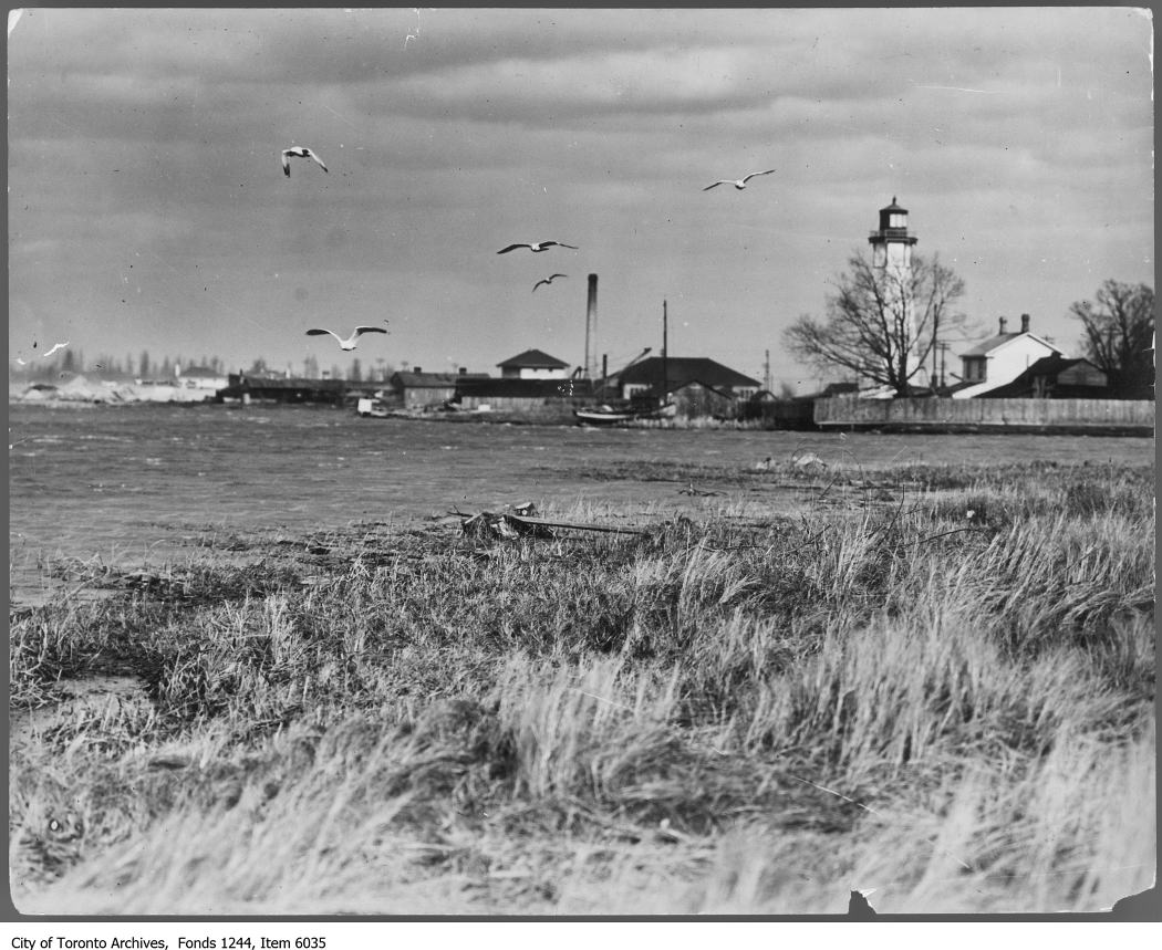 1912 - Centre Island lagoon and lighthouse