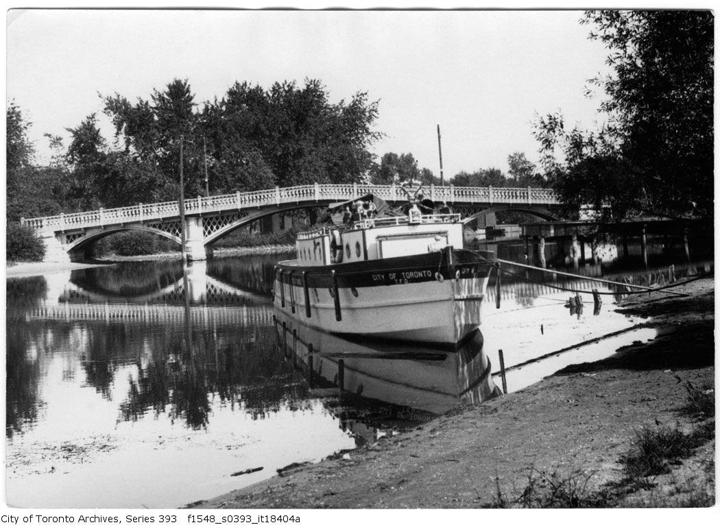 1923 - Island - Toronto fire boat