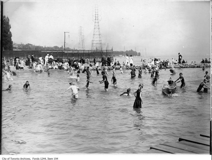 1909 - Bathers at Sunnyside Beach
