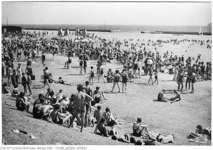 1933 - Sunnyside - bathing scenes - large crowds