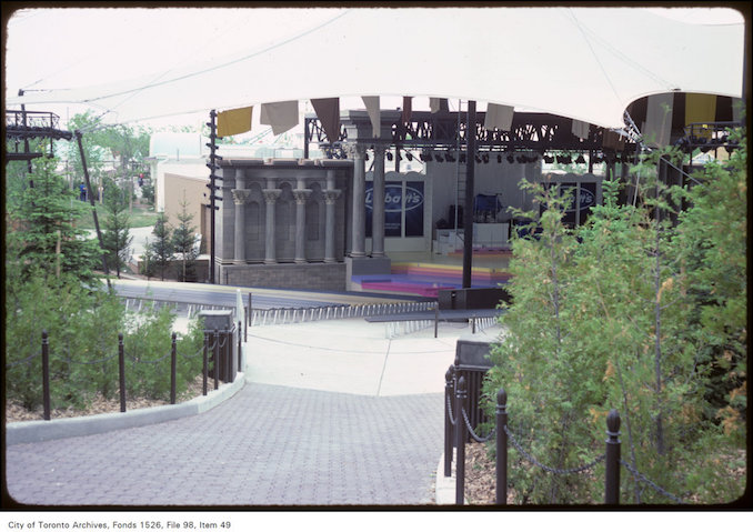 1981 - june 8 - View of Labatt's stage at Canada's Wonderland